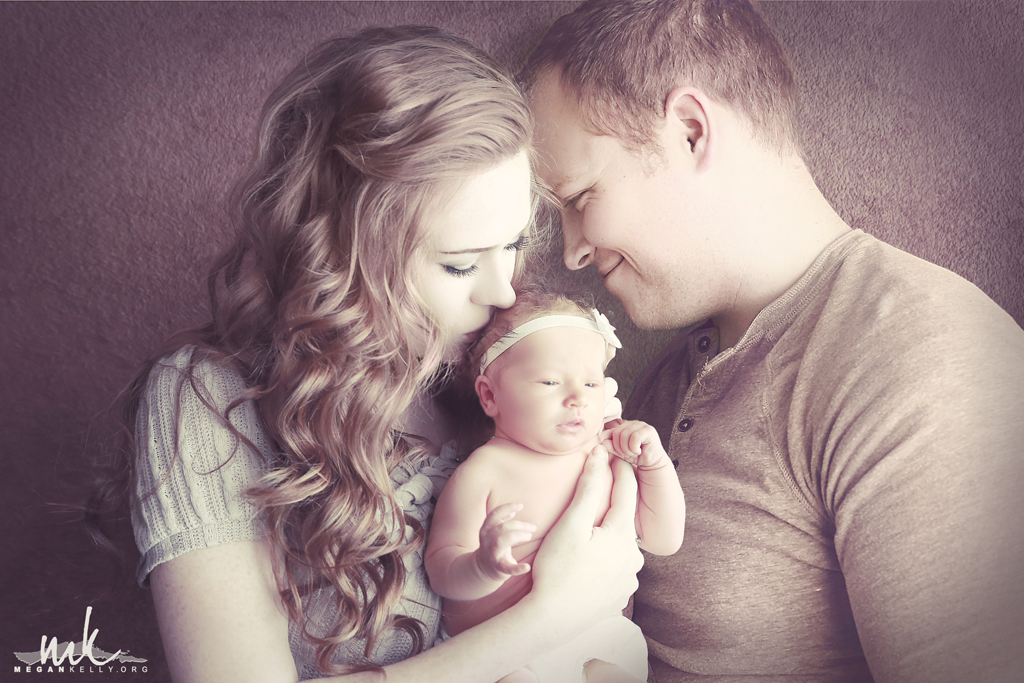 Family picture poses with newborn